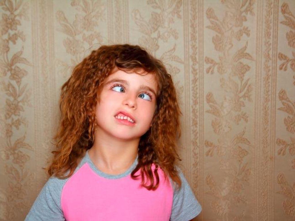 Mata Anak Ini Mendadak Juling Akibat Main Game di Ponsel 10 Jam Tiap Hari