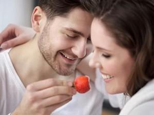 Jangan Remehkan Stroberi, Ini Khasiatnya untuk Kehidupan Seks Anda