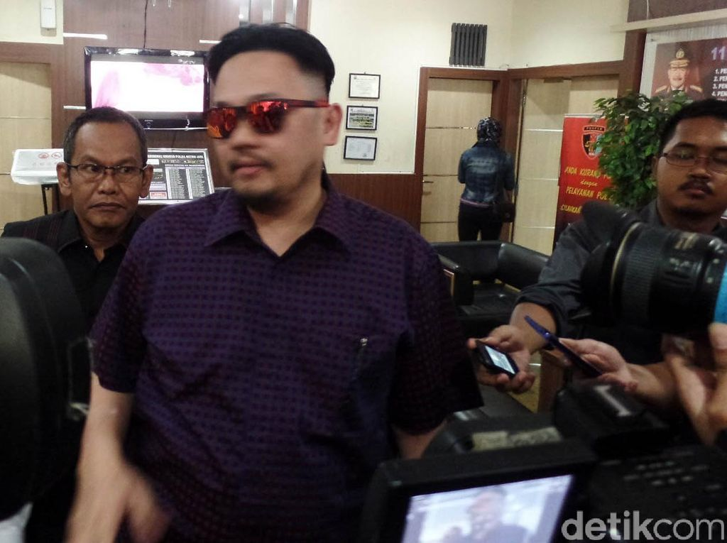 Farhat Abbas Ogah Jadi Pengacara Kasus Prostitusi, Kenapa?