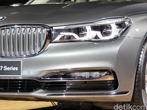 Pintu Berpotensi Terbuka Ketika Terkunci, BMW Tarik Seri 7