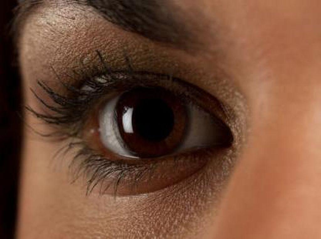 Usai Kemoterapi, Wanita Ini Dipuji Karena Jadi Miliki Bulu Mata Lentik