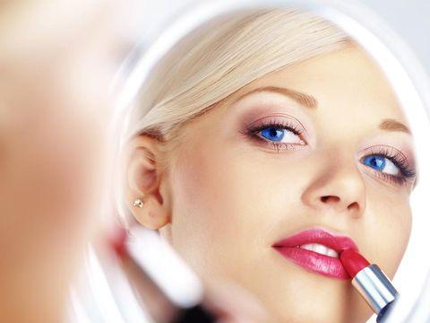 5 Langkah Memakai Lipstik untuk Tampil Secantik Beauty Vlogger