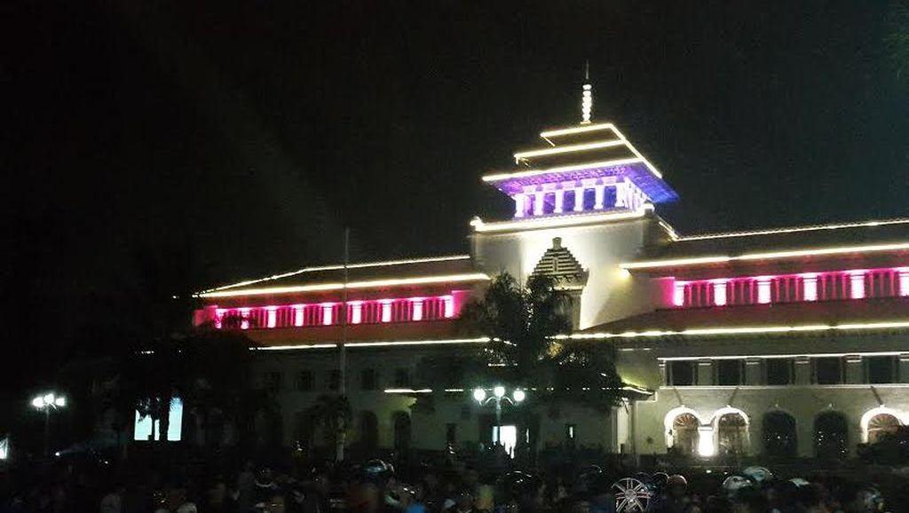 Persib Juara, Begini Ekspresi Kegembiraan Ribuan Bobotoh di Bandung