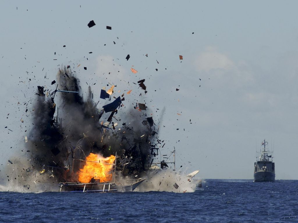 Disindir Fahri, Begini Gaya Menteri Susi Tenggelamkan Kapal Ikan Ilegal