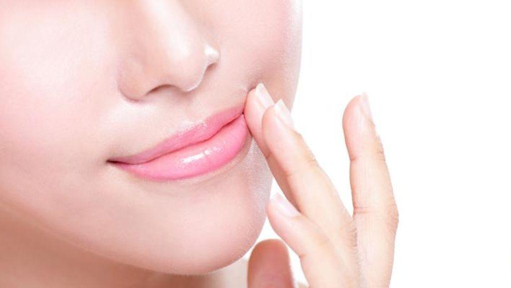 8 Makanan Enak Ini Bisa Jadi Masker Bibir Sekaligus Pelembap Alami