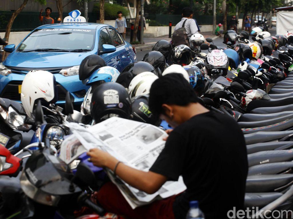 Tukang Parkir Liar di Jakarta, Membantu atau Mengganggu?