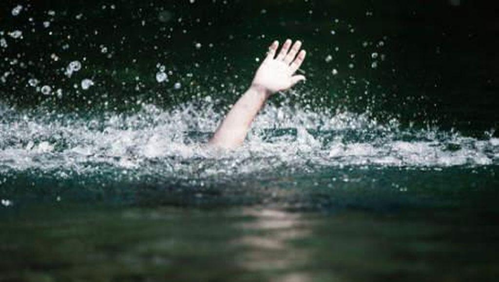 Polisi Selidiki Penyebab Kapal Tenggelam di Danau Cirata