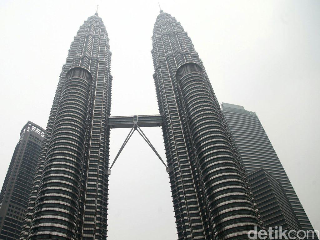 Melihat Kota Kuala Lumpur dari Menara Kembar Petronas