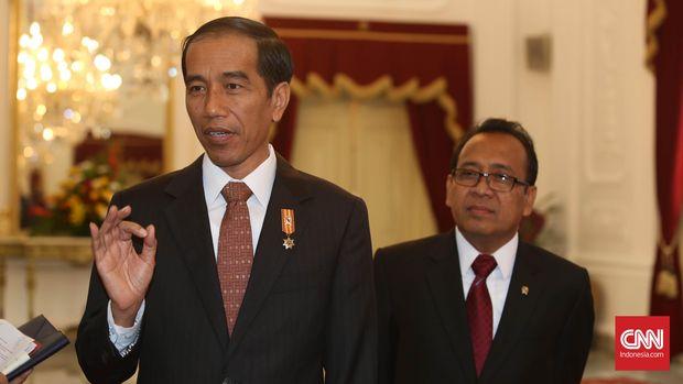 Mensesneg Pratikno (kanan) dinilai tak bisa menjembatani komunikasi antara MPR dengan Jokowi (kiri).