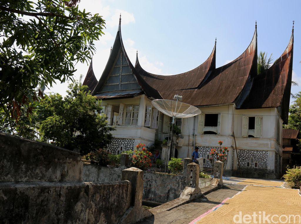 5 Fakta Unik Rumah Gadang Minangkabau yang Wajib Diketahui