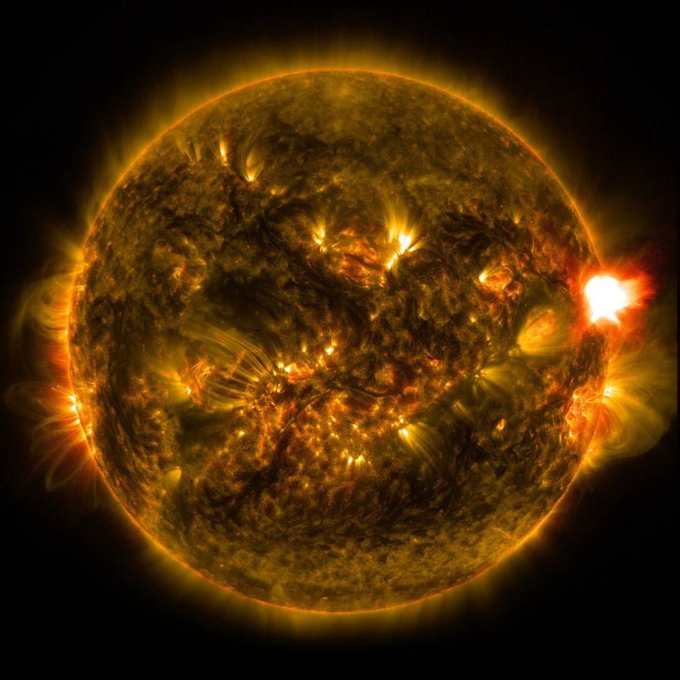 Observatorium Dinamika Matahari NASA merekam badai matahari pada 12 Januari 2015