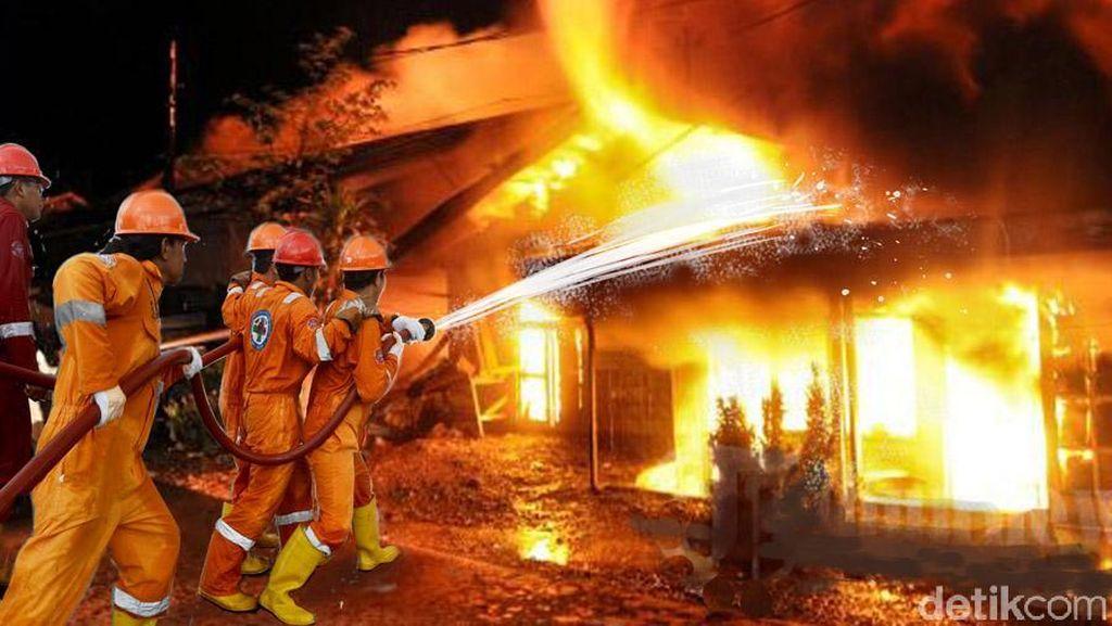 Kebakaran Depan Kampus Gunadarma Depok, 4 Unit Damkar Dikerahkan