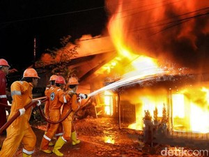 Kebakaran Hanguskan 2 Rumah Warga di Penjaringan Jakut
