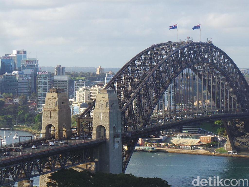 Bus Terbakar di Pintu Masuk Harbour Bridge Sydney