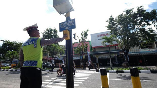 Anies Siapkan Rp100 Juta untuk Pelican Crossing Pengganti JPO