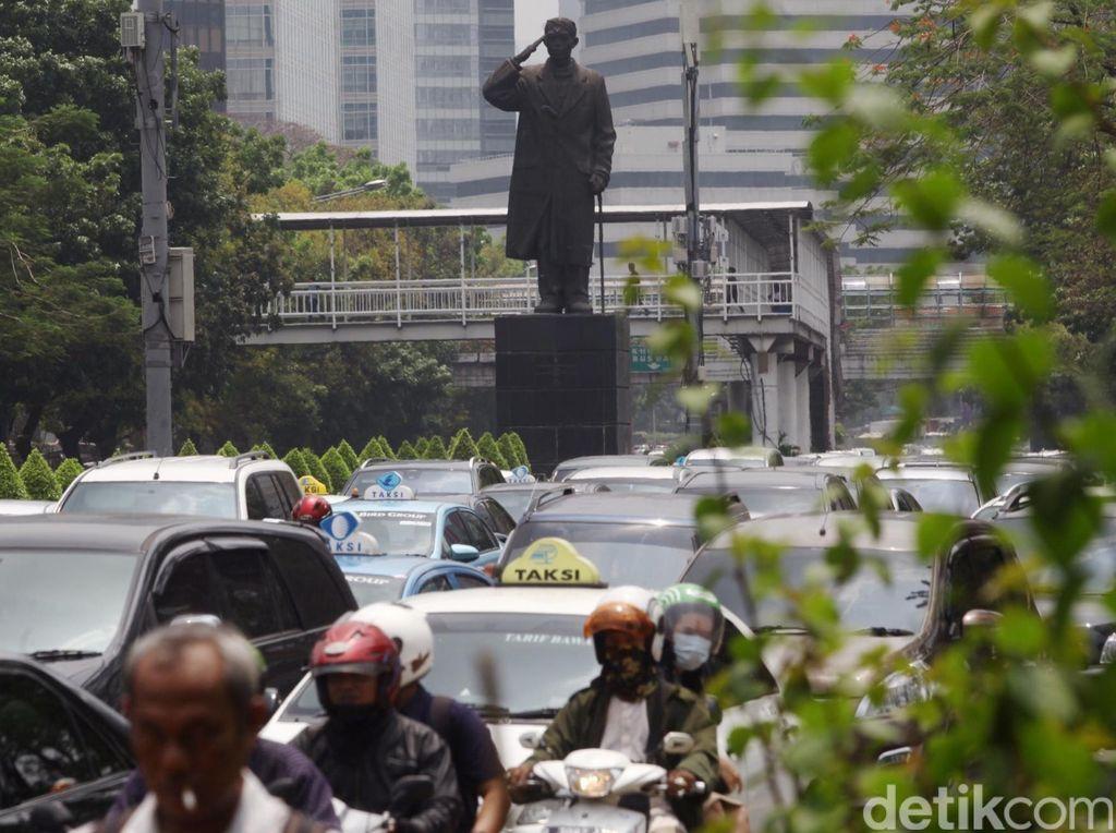 Pemprov DKI Tunda Pemasangan Masker di Patung Jenderal Sudirman