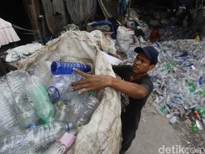Luhut: Pemerintah Sudah Serius Tangani Sampah Plastik