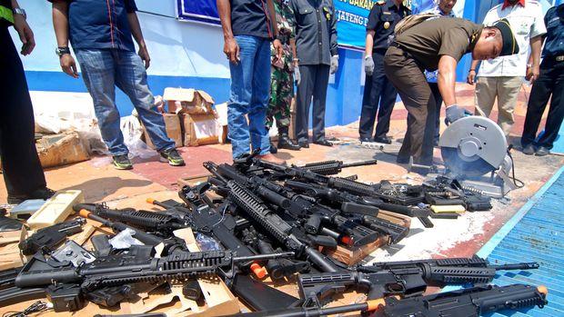 Contoh airsoft gun yang disita petugas Ditjen Bea dan Cukai Kantor Wilayah Jateng dan DIY.