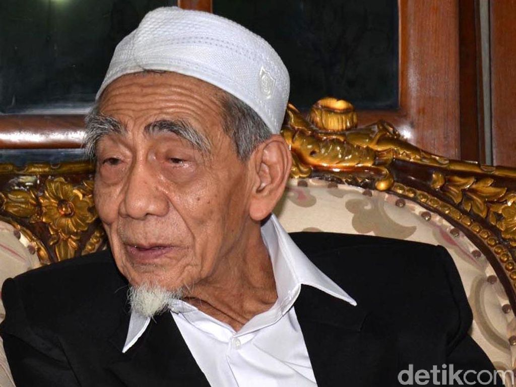 Kisah Istikamah Mbah Moen Selalu Tunaikan Haji Setiap Tahun