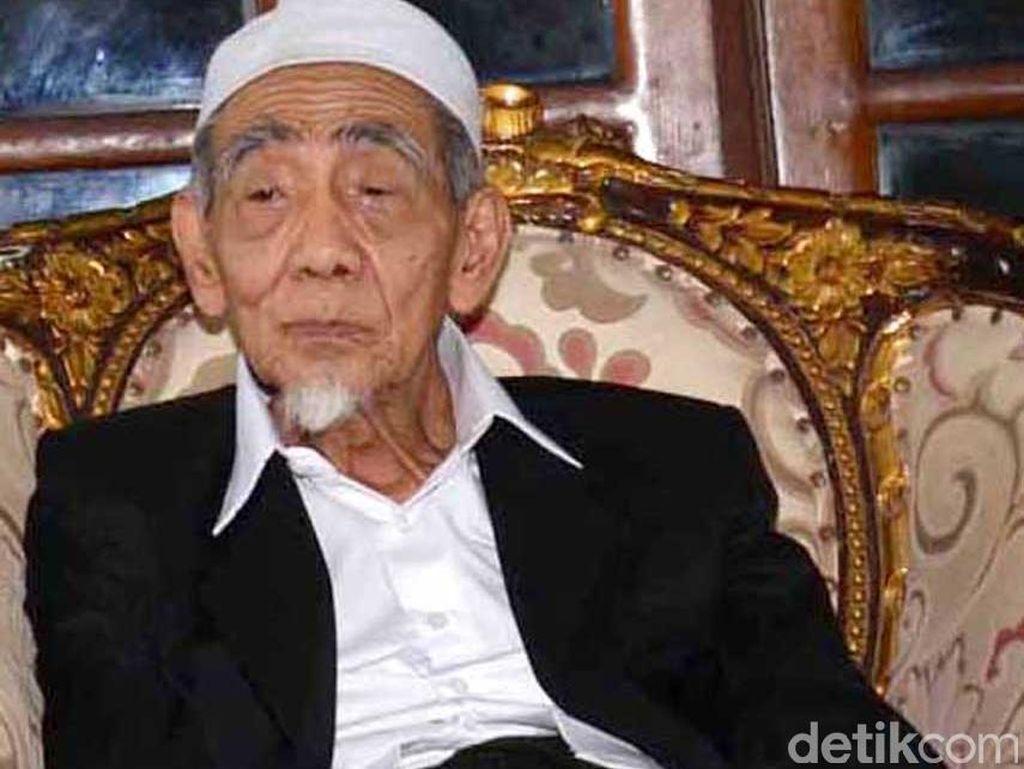 PBNU: Bangsa Indonesia Kehilangan Mbah Moen Tokoh Pengayom Umat