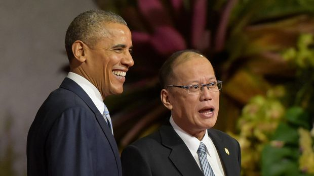 Presiden Amerika Serikat Barack Obama (kiri) bersama Presiden Filipina Benigno S. Aquino III (kanan) pada Konferensi Tingkat Tinggi Kerja Sama Ekonomi Asia Pasifik (APEC), di Manila, Filipina, Kamis (19/11). ANTARA FOTO/R. Rekotomo/nz/15.