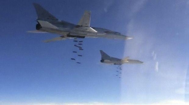 Pengebom Rusia, Tupolev TU-22 di atas langit Suriah.