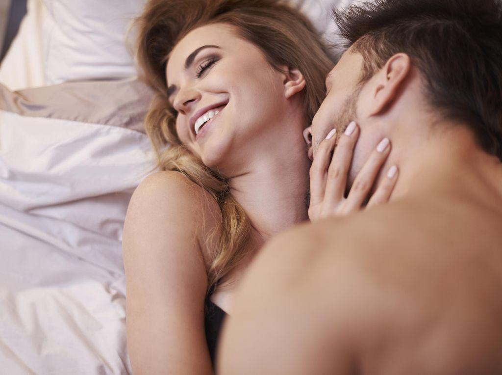 Tips-tips Foreplay Biar Pasangan Mabuk Kepayang