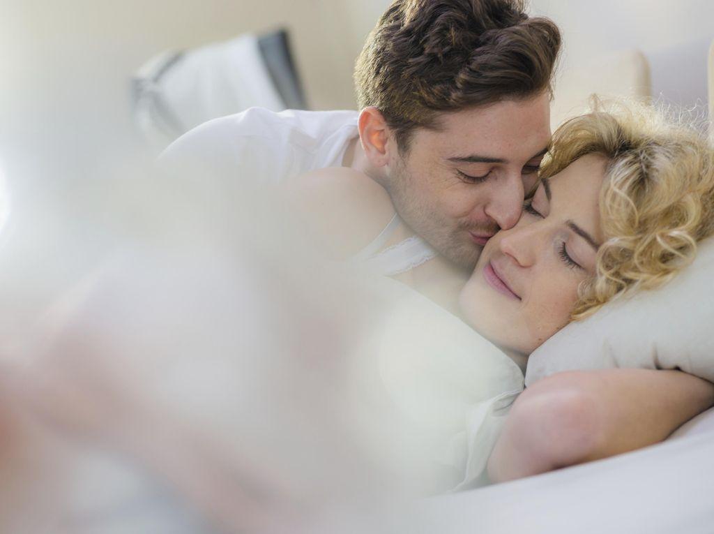 5 Langkah Mudah Panaskan Sesi Bercinta di Pagi Hari