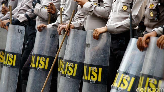 Malang Nasib Mahasiswa Dibanting Polisi Saat Ricuh Demo di Tangerang