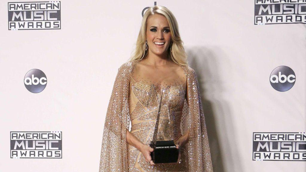 Pernah Disebut Gemuk, Carrie Underwood Latihan 10 Tahun Demi Perut Rata