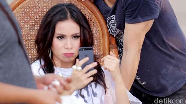 Momo dan Ariel: Selfie Dulu Ah...