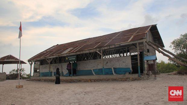 Replika sekolah laskar pelangi di Desa Lenggang Kecamatan Gantong, Kabupaten Belitung Timur.