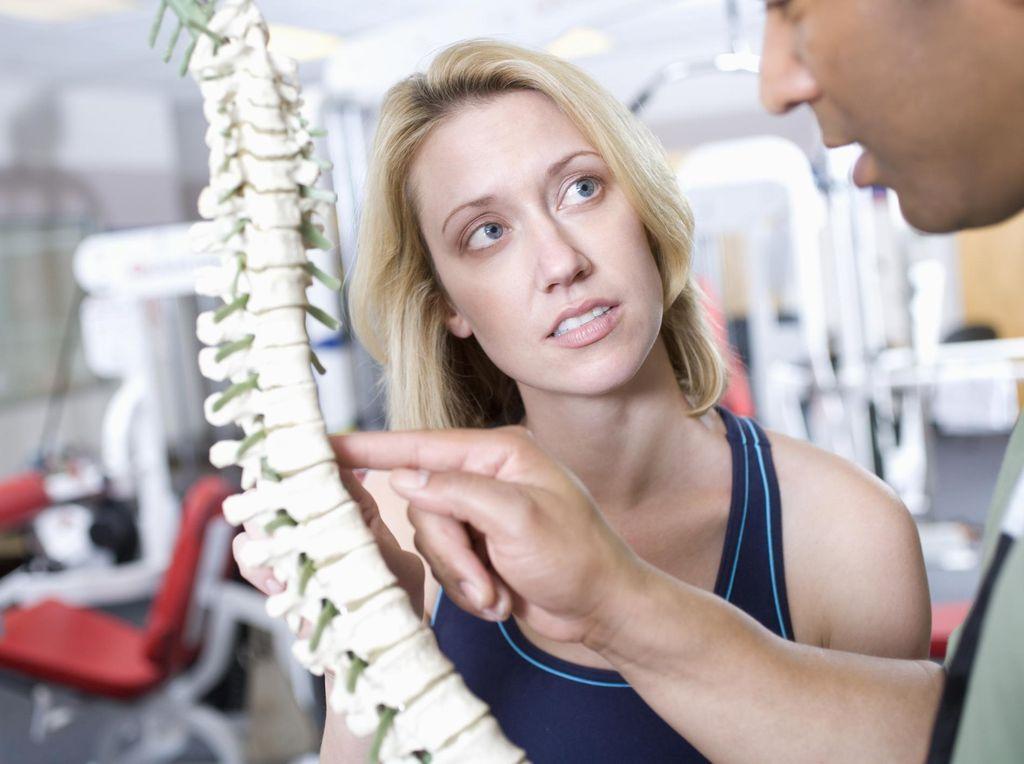 Penyebab Sakit Tulang Belakang dan Cara Mengatasinya