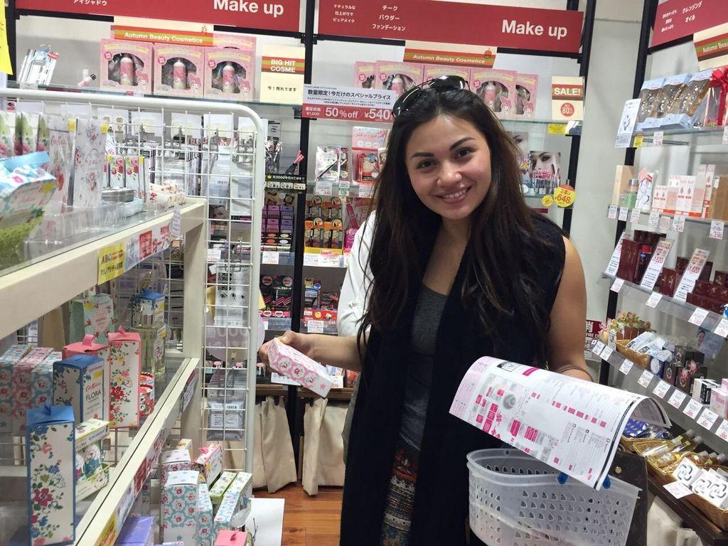 Hari Pertama Liburan di Jepang, Ariel Tatum Kalap Belanja