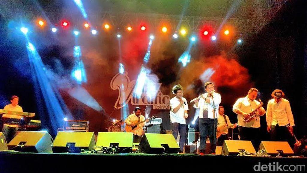 Sihir Kunto Aji di Jazz Traffic Festival, Lautan Jomblo Histeris