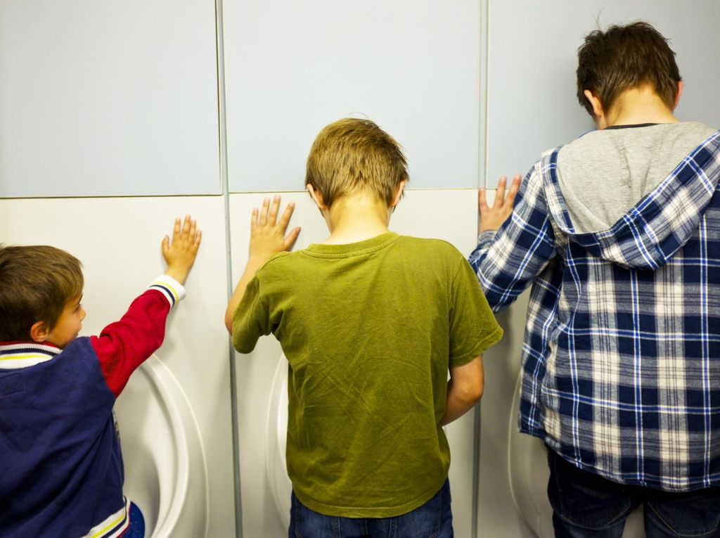 Cuci Tangan Setelah Buang Air Kecil, Perlukah Pria Melakukannya?