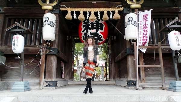 Mengintip Ariel Tatum Jalan-jalan di Kuil Jepang