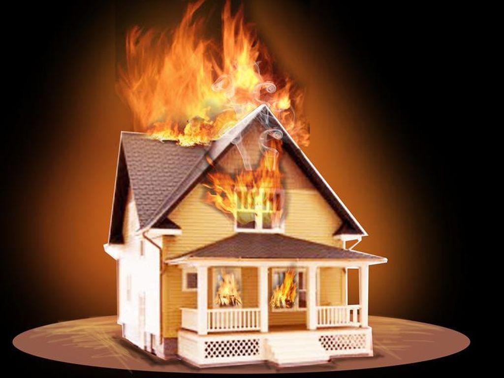 Rumah Terbakar di Jatinegara, 9 Damkar Dikerahkan