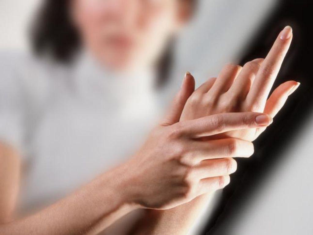 Saran Dokter untuk Hilangkan Kebiasaan Mengeretek Jari yang Kaku