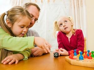 Jangan Salah, <i>Sibling Rivalry</i> Juga Bermanfaat untuk Anak