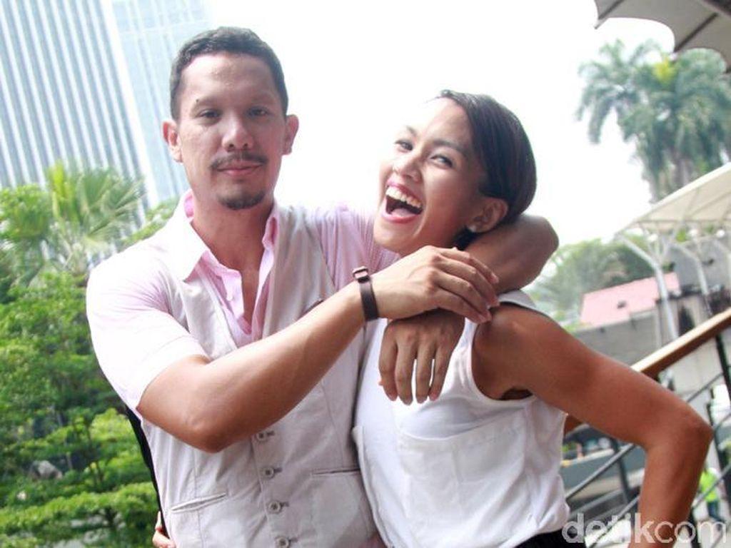 Angga Maliq & DEssentials Digugat Cerai Melanie, Netizen Patah Hati