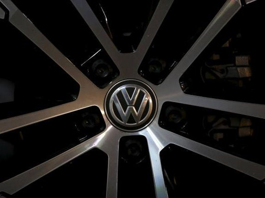 Otoritas Uni Eropa Gerebek Markas Daimler dan VW