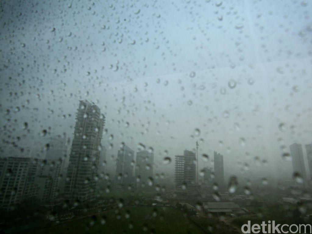 BMKG: Waspada Prediksi Hujan Petir di Wilayah Jakut-Jakbar Malam Ini