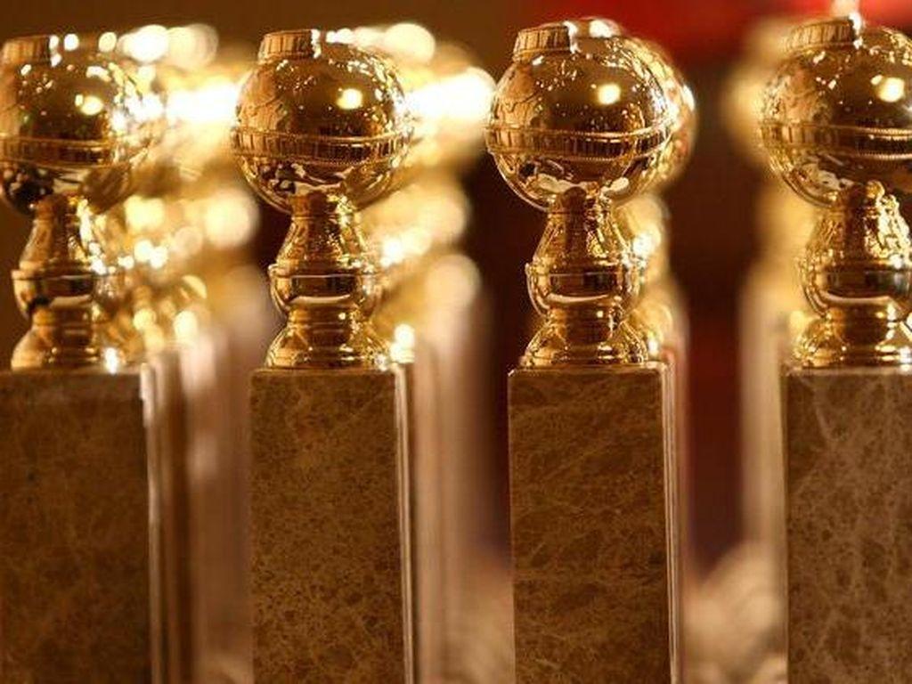 Gadis Pembawa Air Minum Jadi Photobomb Selebriti di Golden Globe