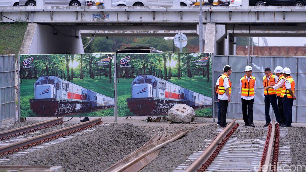 Jokowi Blusukan ke Proyek Kereta Bandara Soetta