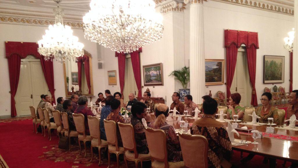 Saat Jokowi Tertawa Lepas di Istana, Sementara di DPR Ada Drama Novanto