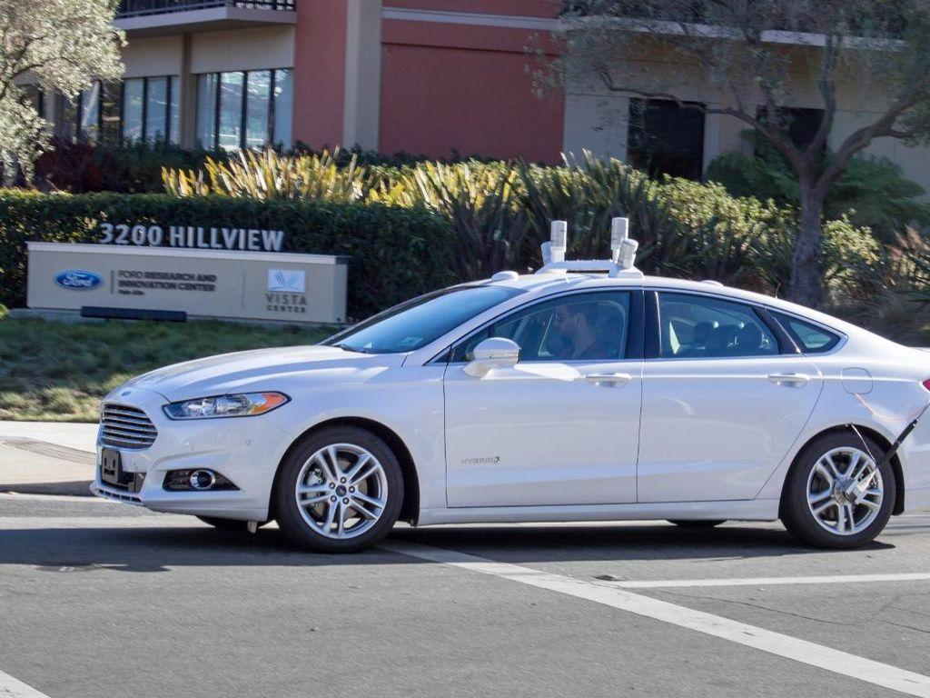 Ford Salurkan Mobil Tanpa Sopir untuk Transportasi Online