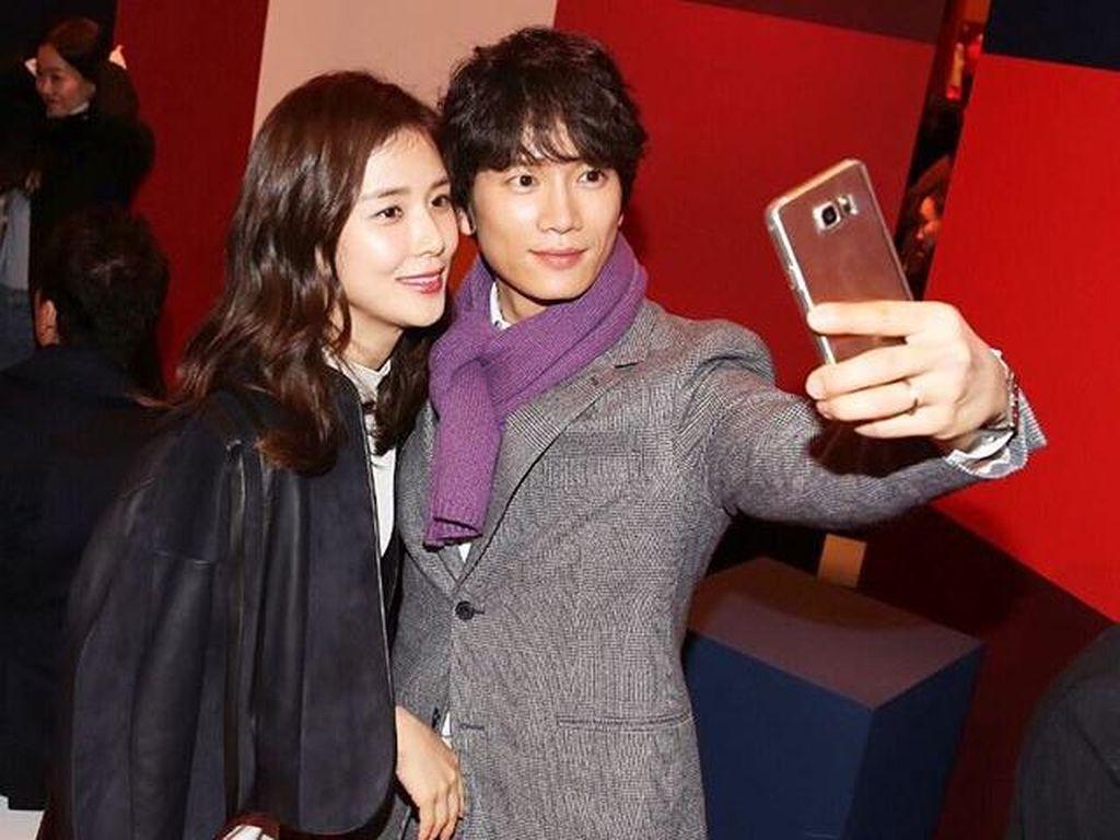 Lee Bo Young dan Ji Sung, Pasangan Aktor Korea yang Romantis Banget!