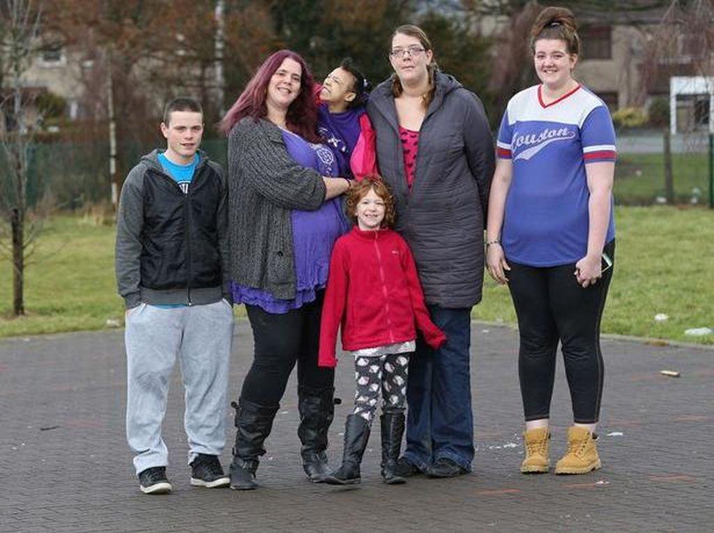 Inikah Keluarga Paling Tinggi di Inggris?