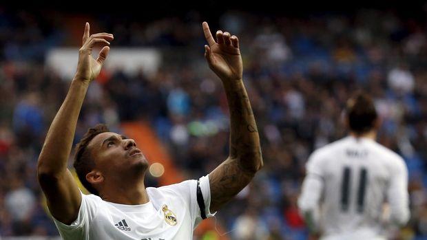 Danilo bereuni dengan Cristiano Ronaldo di Juventus.